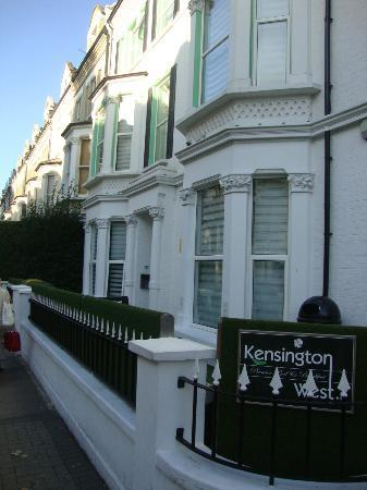 Kensington West Hotel: Entrance