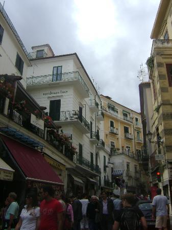 Hotel Fontana: Street