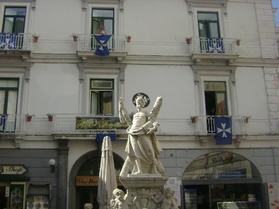 Hotel Fontana: Hotel front