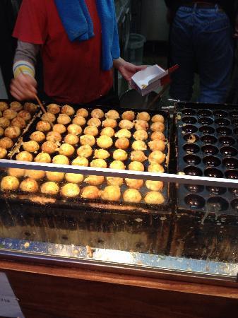 Wanaka, Sennichimae Honten : どんどん焼いていきます。