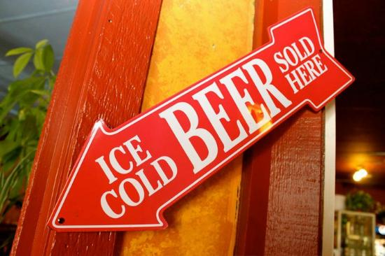 Pizza Factory & Lounge : Cold Beer