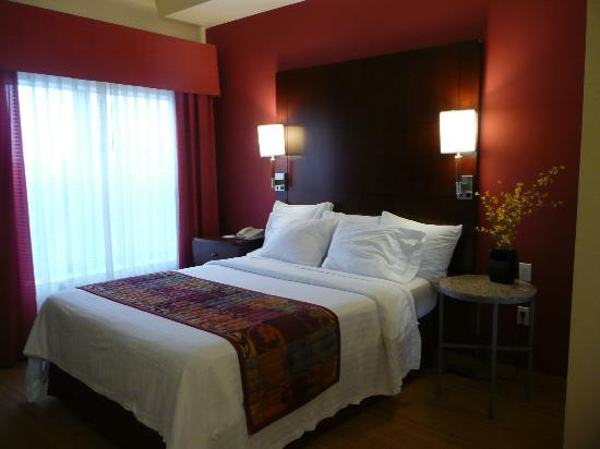 Residence Inn Albuquerque Airport: Queen bedroom