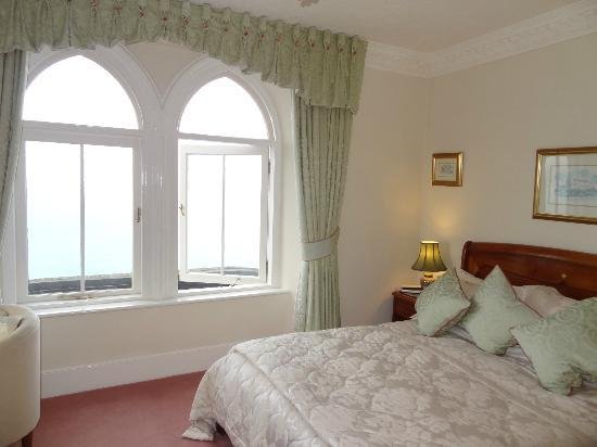 Shun Lee House: Raffles Suite - view out towards Godrevy Lighthouse