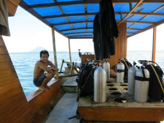 Living Colours Dive Resort: boat