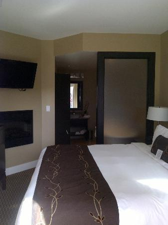 The Parkside Hotel & Spa : King size bed