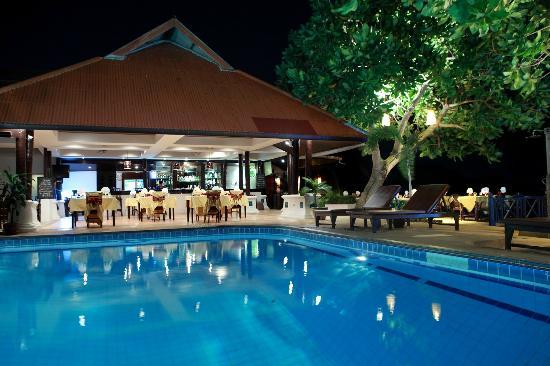 PGS Hotel Sandy Resort: Restaurant at night