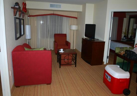 Residence Inn Camarillo: Living area in the 2 room suite