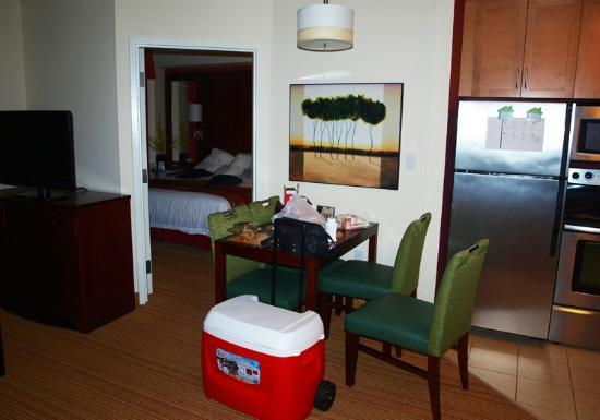 Residence Inn Camarillo: Dining area and room 2