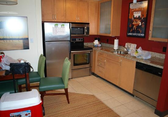 Residence Inn Camarillo: Kitchen