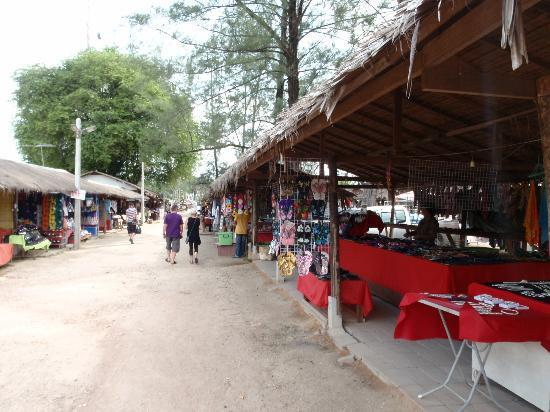 Nang Thong Bay Resort : Biang Niang Night Markets
