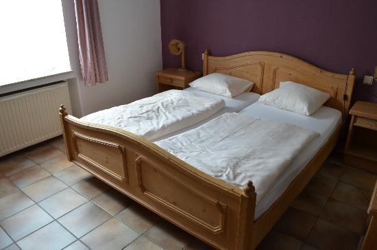 Dimmer Hotel : de oude en krakende bed