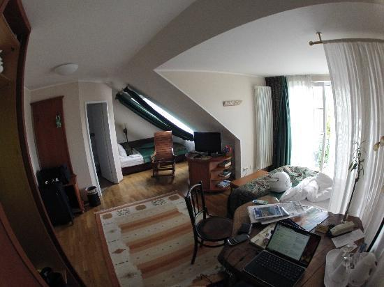 Hotel Henry: Room 302