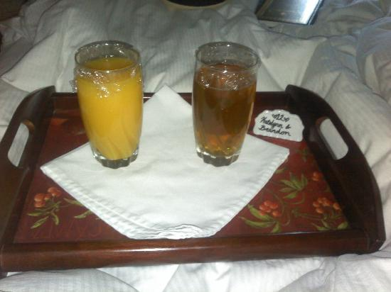 Amber House Bed and Breakfast Inn: Our Orange & Apple Juice waiting outside our room with our names on it!