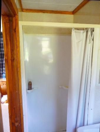 ‪‪North Shore Cottages‬: Shower stall - Unit 4