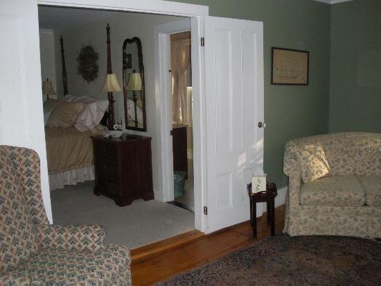 Candleberry Inn on Cape Cod: Sitting area of suite looking toward bedroom/bathroom