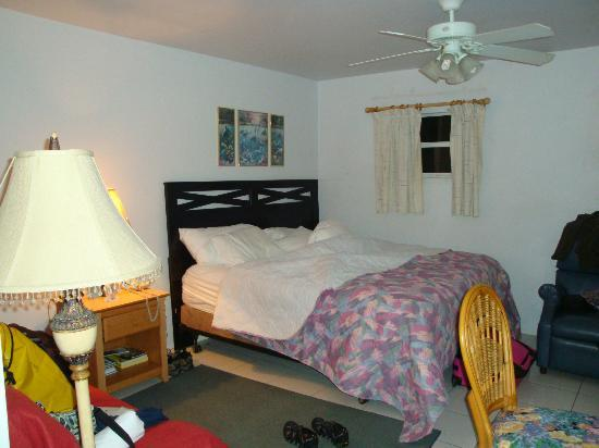 Harbour View Apartments and Studios: King Comfortable Bed