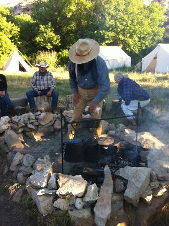 Willow Creek Ranch at the Hole-In-The-Wall : Camping out - Hole in the Wall