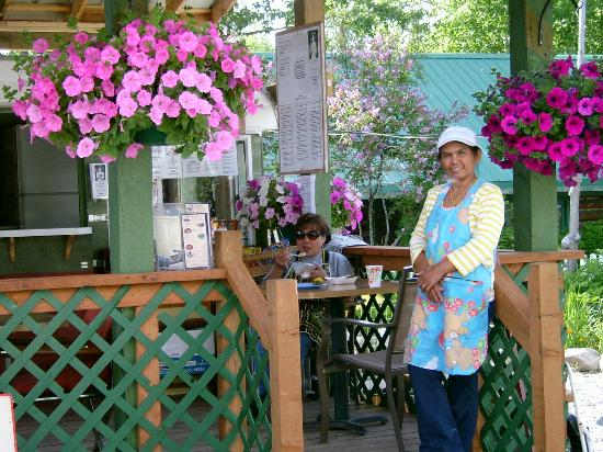 Payo's Thai Kitchen and Cabins: Payo on the porch