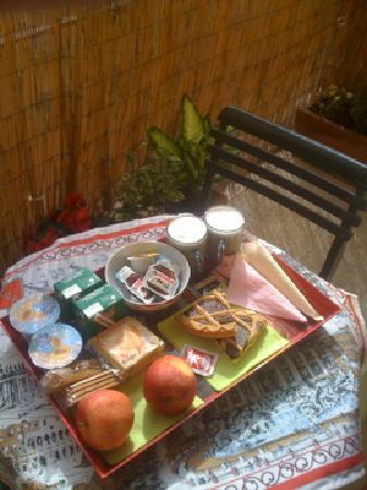 Il Bacio delle Stelle: Breakfast in the bedroom on the balcony