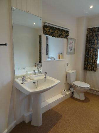 Erth Barton: Tamar Room bathroom