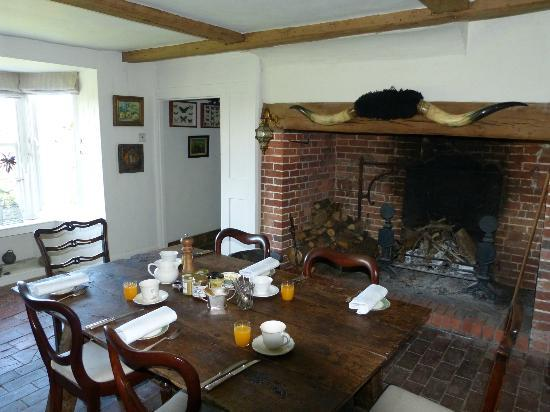 Boonshill Farm: Dining room with amazing fireplace.