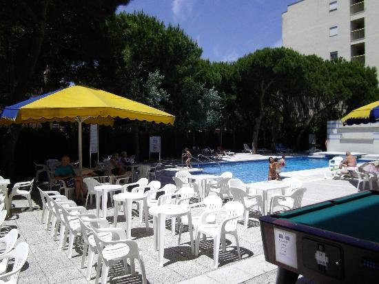 MedPlaya Hotel Monterrey : piscine de l'hotel