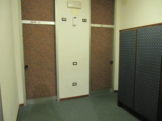 Park Hotel California: the room entrance door