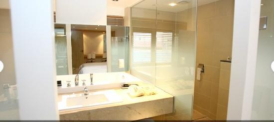 Reve Hotel: 욕실