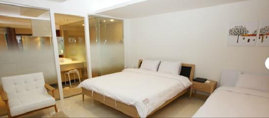 Reve Hotel: room