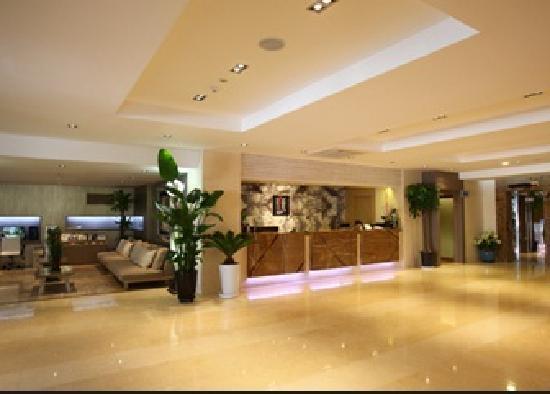 Reve Hotel: 로비