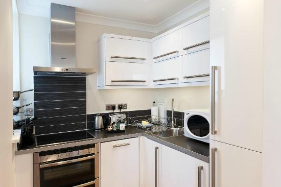Your Space Cambridge Apartments Byron House: Fully equipped kitchen