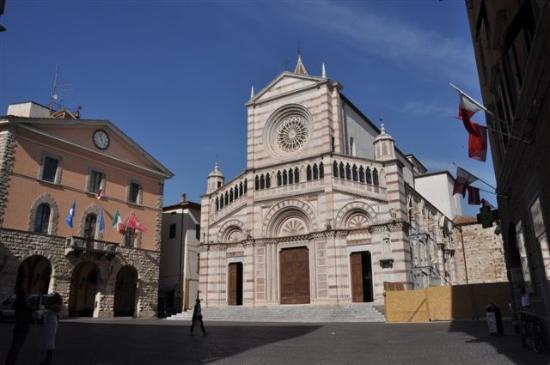 Grosseto, Olaszország: ...Rathaus mit Dom....