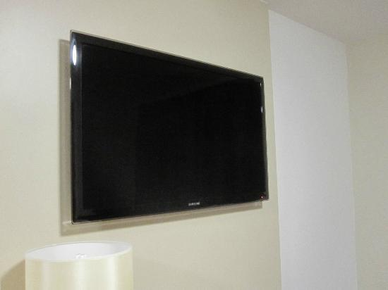 Premier Inn Ipswich North Hotel: Lovely flat screen TV!