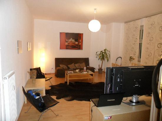 Real Appartements: Large room