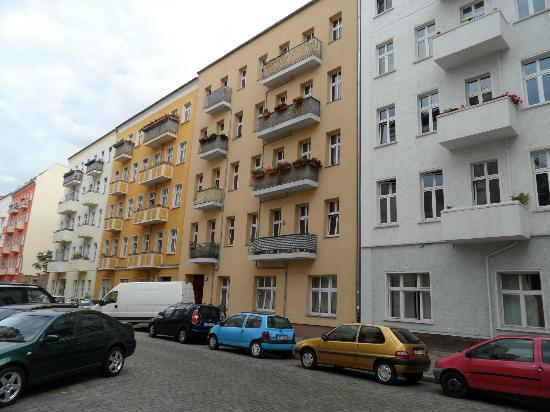 Real Appartements: Front of apartment block (cream coloured one)