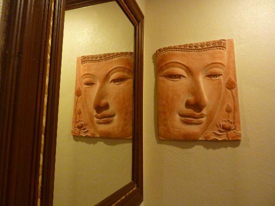 Royal Cottage Residence: bathroom decor