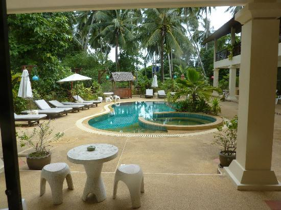 Royal Cottage Residence: pool from our room