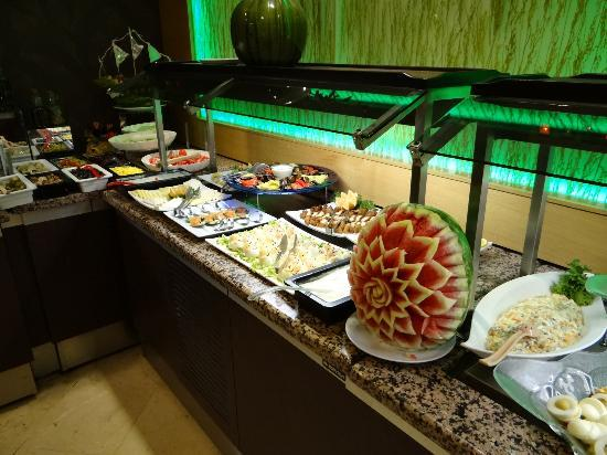 Grand Cettia Hotel: The Food