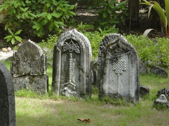 Filitheyo Island Resort: Graveyard
