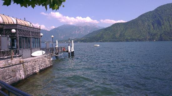 Lenno, Italy: This is the jetty directly in front of the hotel. Ferry service
