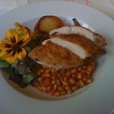 Wookey Hole Inn : Chicken with Homemade Baked Beans
