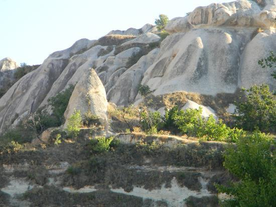 Rock Valley Hostel: surrounding rocks at the back side hotel where things to do, relax, drink and so on