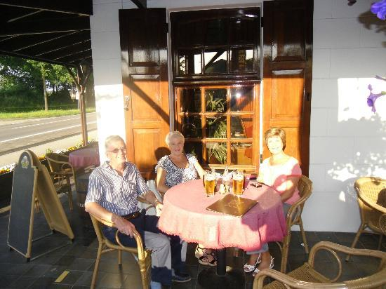 In den Hoof Hotel-Restaurant: A sunny evening on the terrace
