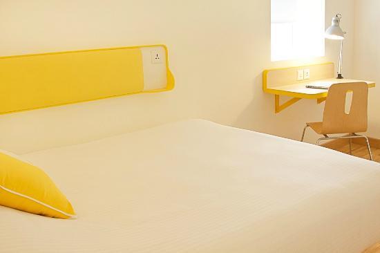 บลูมรูมส์ @ ลิงค์โรด: Standard Queen Room