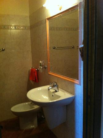 Agriturismo Lucerna del Lago Prile : Bagno (una parte) - Bathroom (just a piece)
