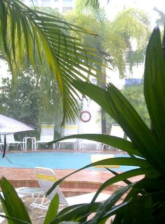 The Worthington Guest House: Enjoy breakfast poolside
