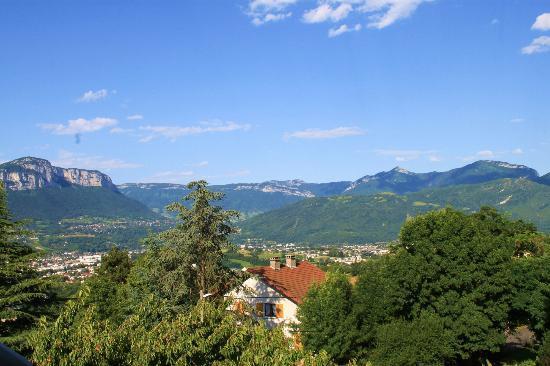 La Ferme du Petit Bonheur: View from bedroom window over Chambery