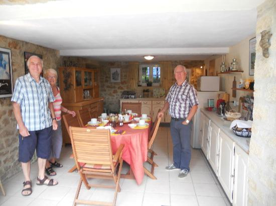 Le Domaine des Ecureuils: Yvon with our friends Dick and Barb in the breakfast area