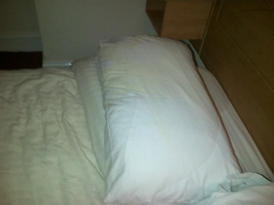 Whites Hotel: The bed was saturated -we were offered clean sheets!