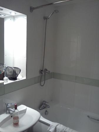 Legacy Preston International: Bathroom